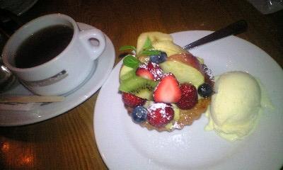 MOTHERMOON-cake2.JPG