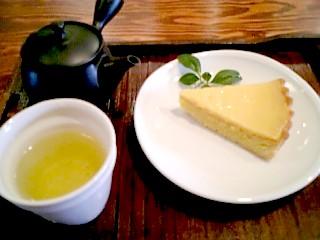 hitohi-tea with lemontalt.jpg